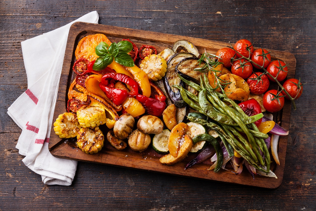Grilled-vegetables-on-cutting-board-on-dark-wooden-background