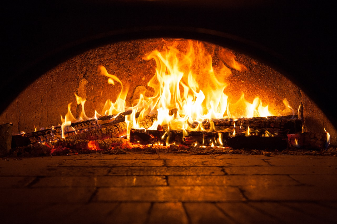 Image-of-a-brick-pizza-oven-with-fire