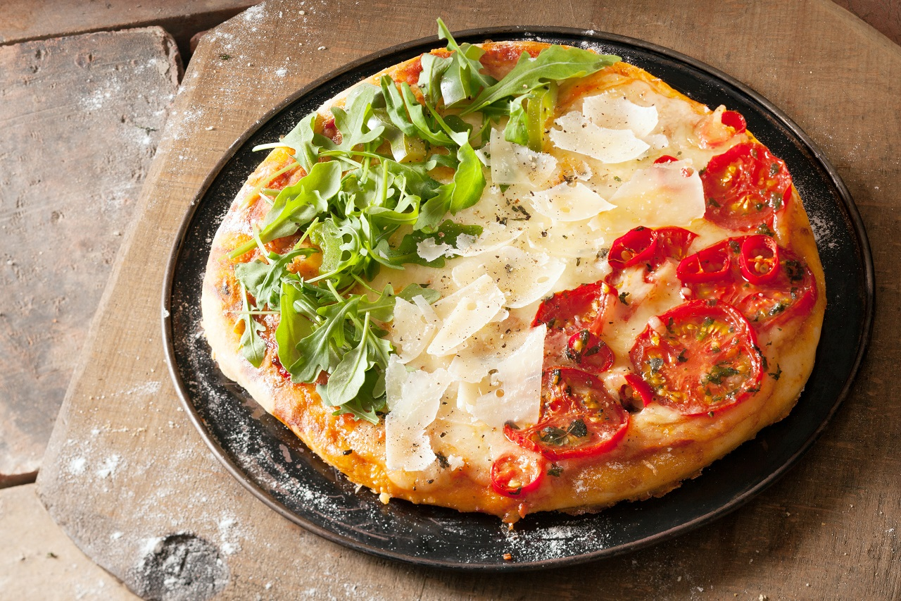 Patriotic-Italian-pizza-with-red