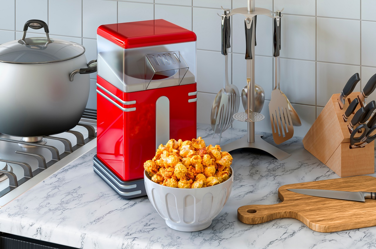 Popcorn-maker-on-the-kitchen-table