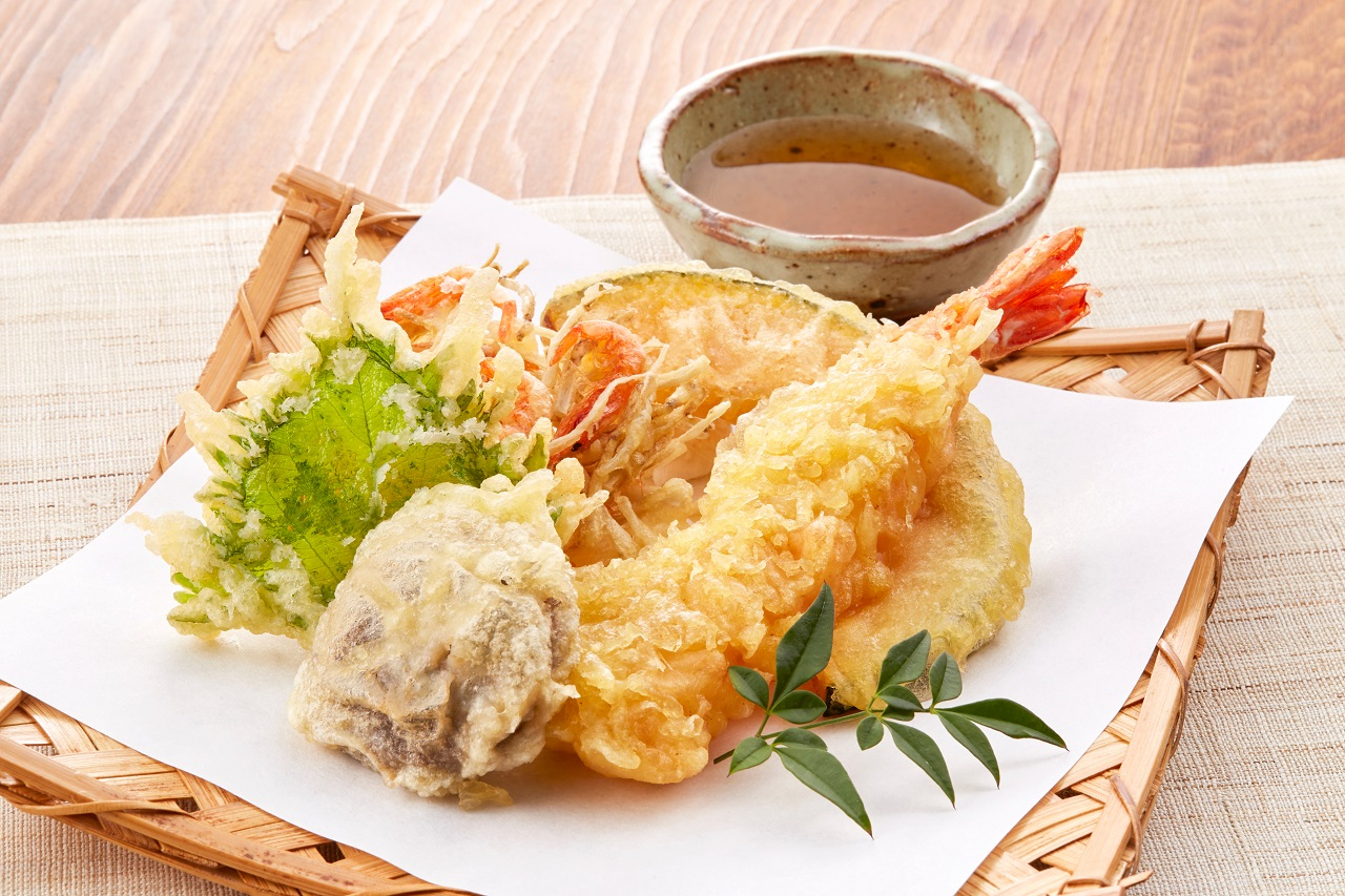 Assorted-tempura-on-plate-is-Japanese-most-one-of-famous-food