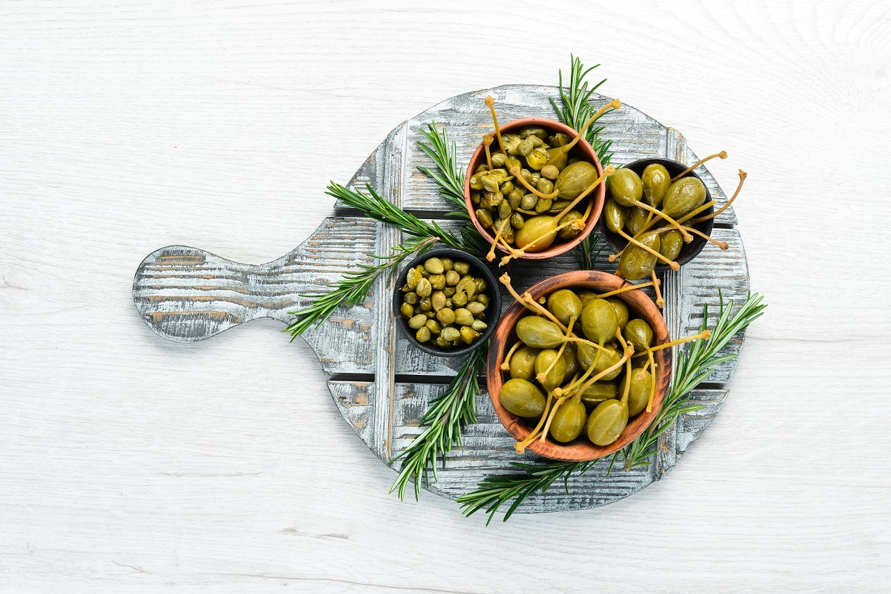 Marinated-capers-in-a-bowl-on-a-white-wooden-background