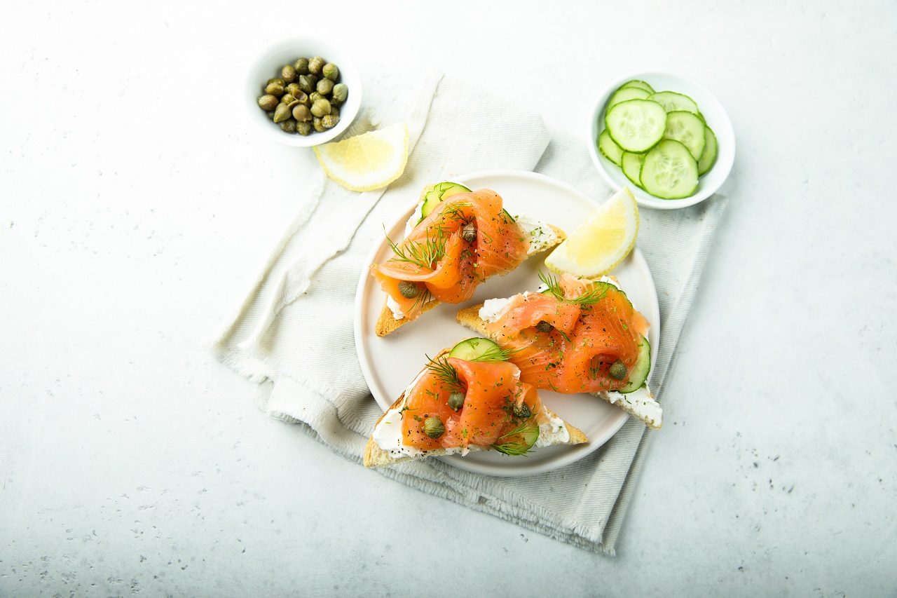 Smoked-salmon-with-capers-on-toast