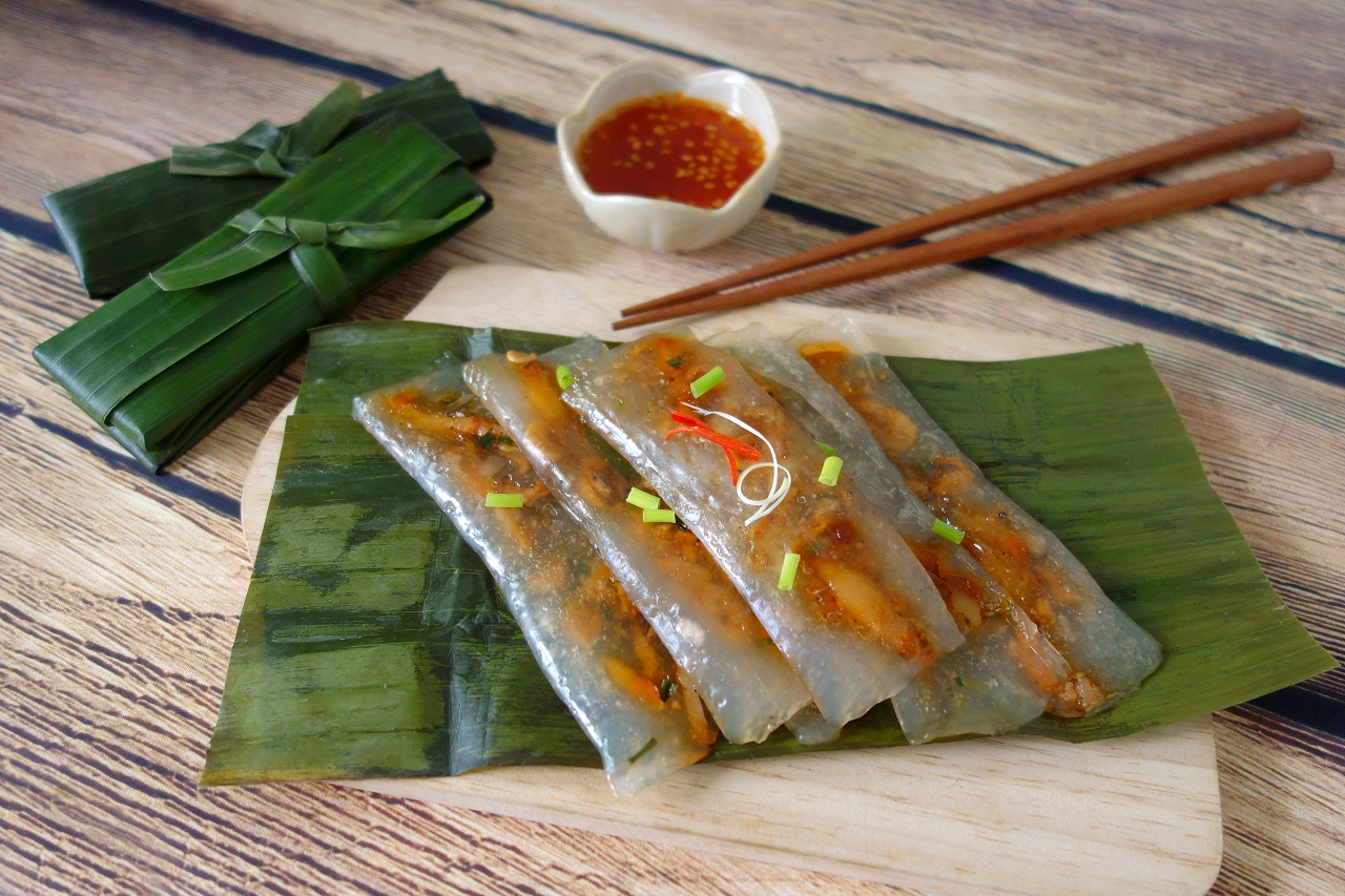 Traditional-Vietnam-Hue-Food-Rice-Dumpling-cake.-Tapioca-Starch-Chewy-Crystal-Dumplings-with-Shrimp-and-Pork-filling