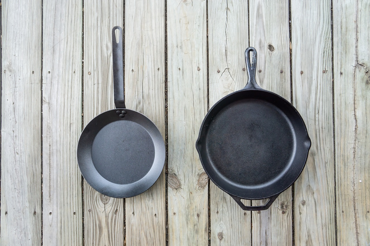 Traditional-cast-iron-vs-carbon-steel-cooking-options